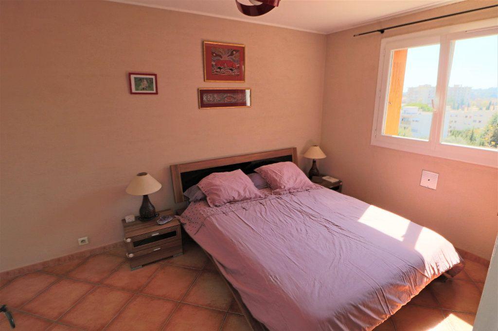 Appartement à vendre 4 69m2 à Le Cannet vignette-3