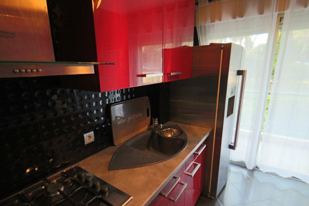Appartement à vendre 3 70.56m2 à Le Cannet vignette-3