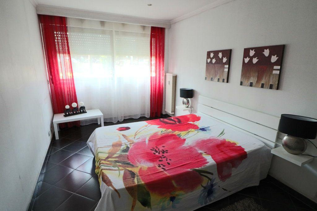 Appartement à vendre 3 70.56m2 à Le Cannet vignette-4