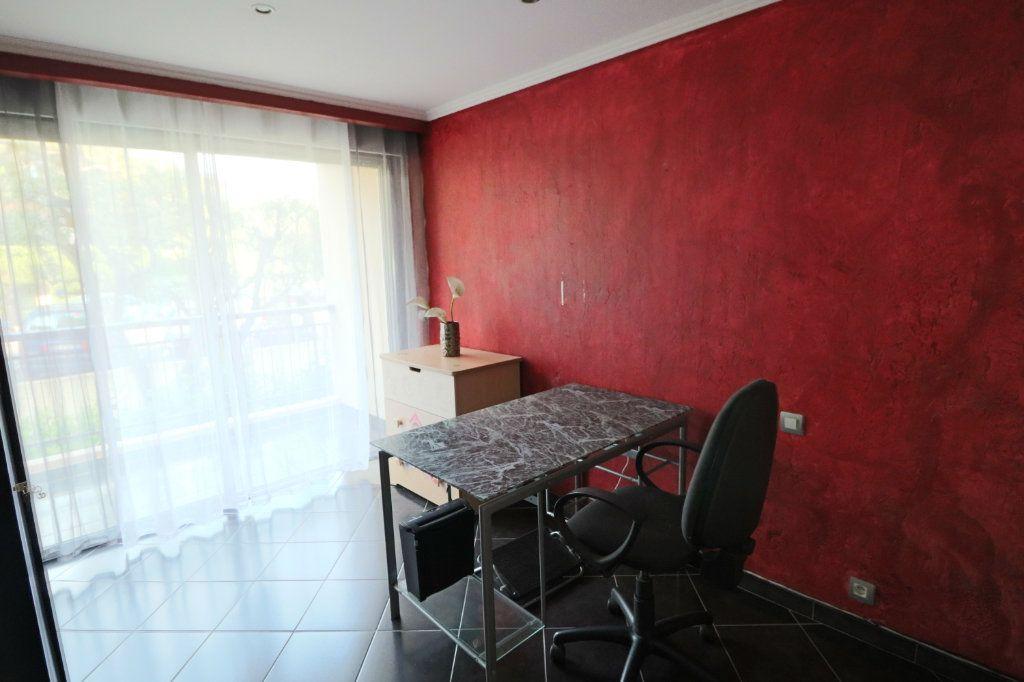 Appartement à vendre 3 70.56m2 à Le Cannet vignette-6