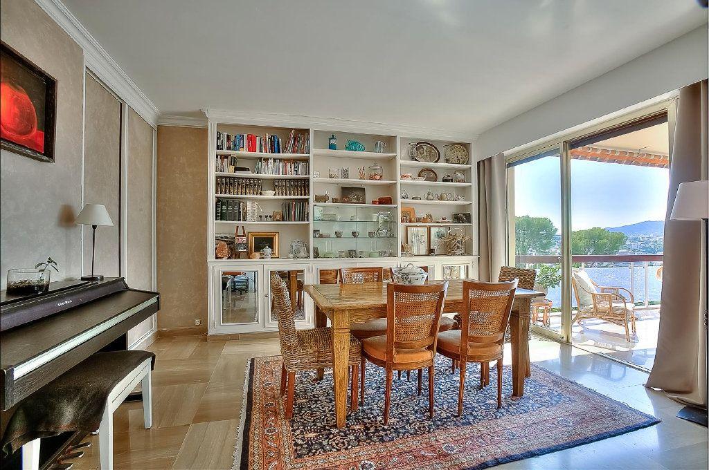 Appartement à vendre 4 110.63m2 à Le Cannet vignette-4