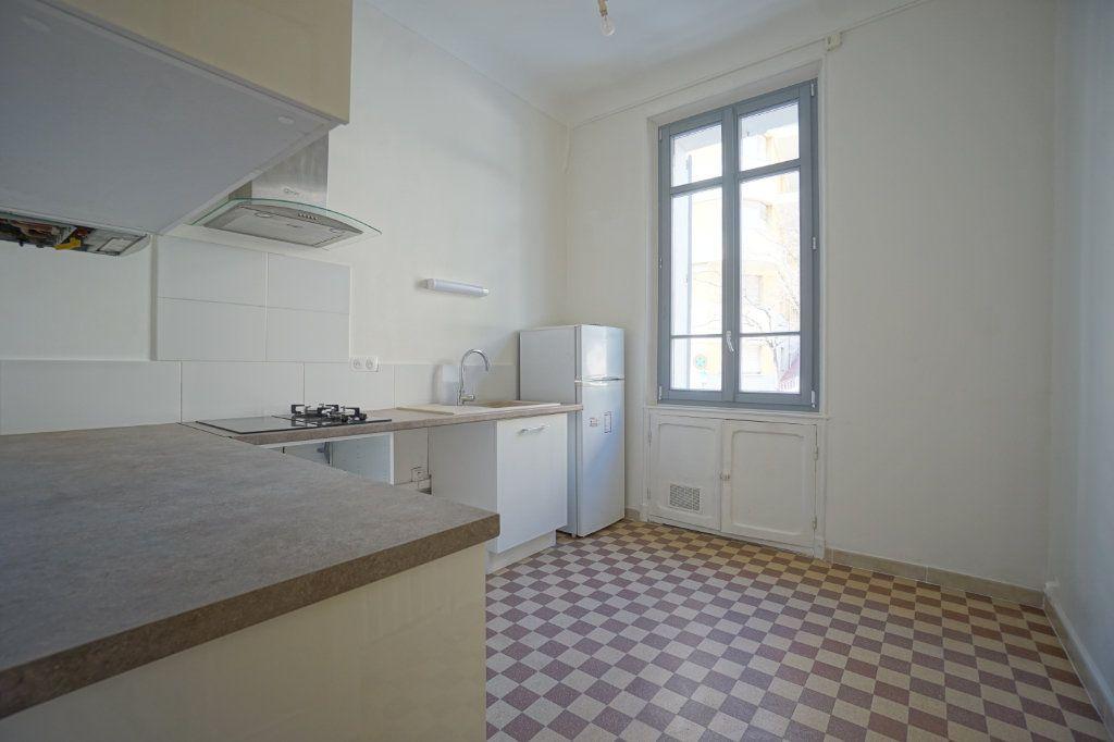 Appartement à louer 2 46.83m2 à Cannes vignette-3