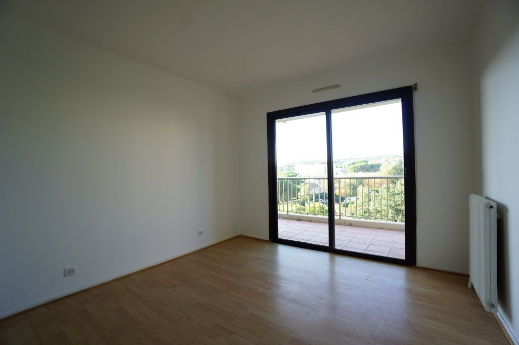 Appartement à louer 4 85.26m2 à Le Cannet vignette-4