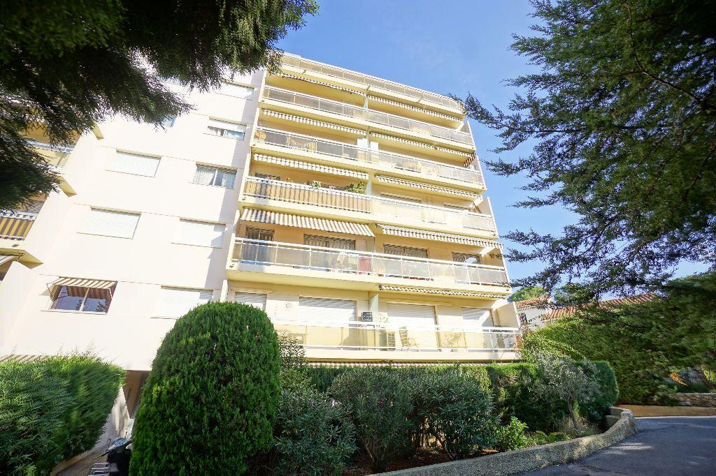 Appartement à louer 2 40.36m2 à Le Cannet vignette-1
