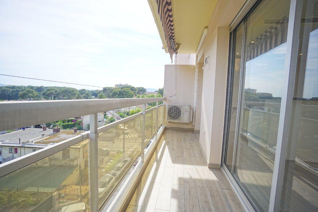 Appartement à louer 2 40.36m2 à Le Cannet vignette-2