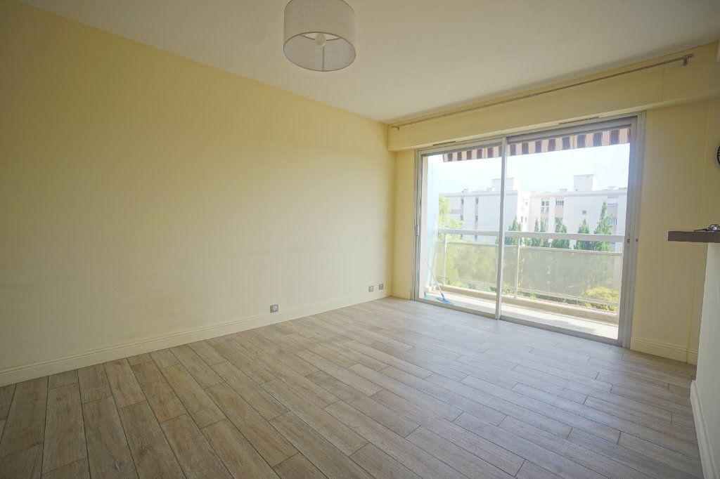 Appartement à louer 2 40.36m2 à Le Cannet vignette-3