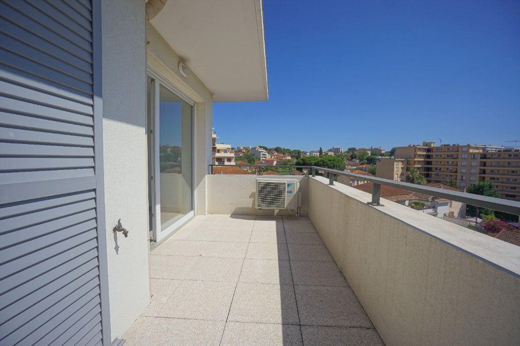 Appartement à louer 3 60.51m2 à Le Cannet vignette-1