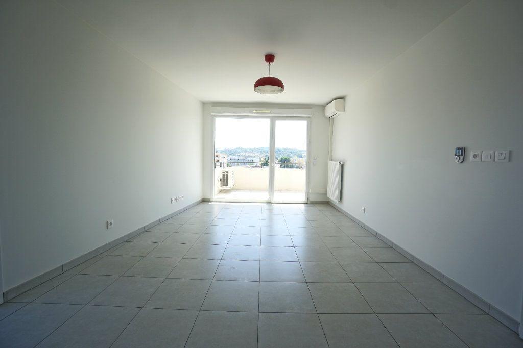 Appartement à louer 3 60.51m2 à Le Cannet vignette-3