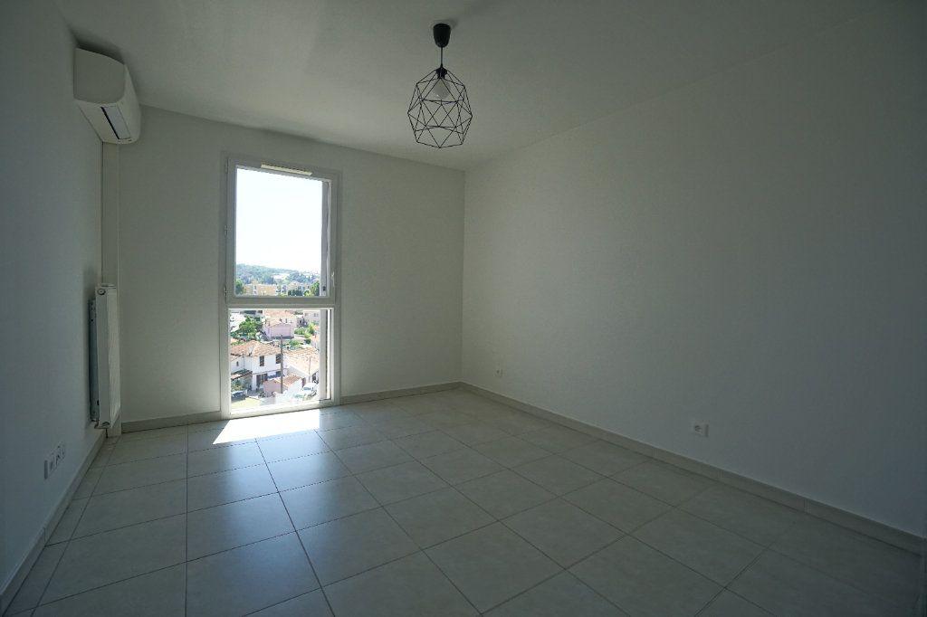 Appartement à louer 3 60.51m2 à Le Cannet vignette-4