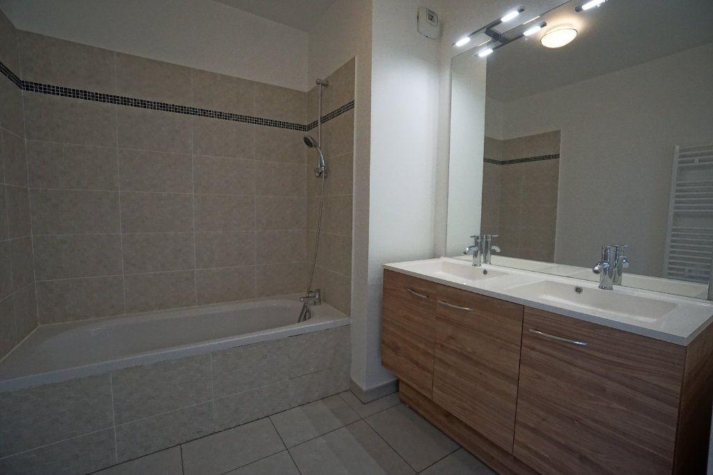 Appartement à louer 3 60.51m2 à Le Cannet vignette-6