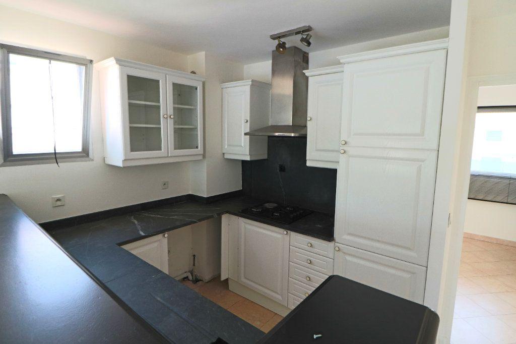 Appartement à vendre 3 64m2 à Le Cannet vignette-3