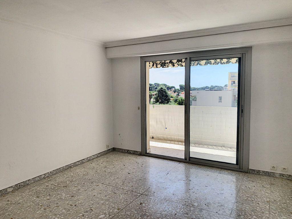 Appartement à vendre 3 63.44m2 à Le Cannet vignette-2