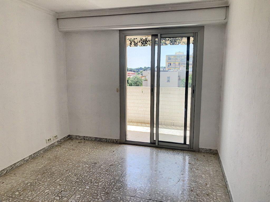Appartement à vendre 3 63.44m2 à Le Cannet vignette-4