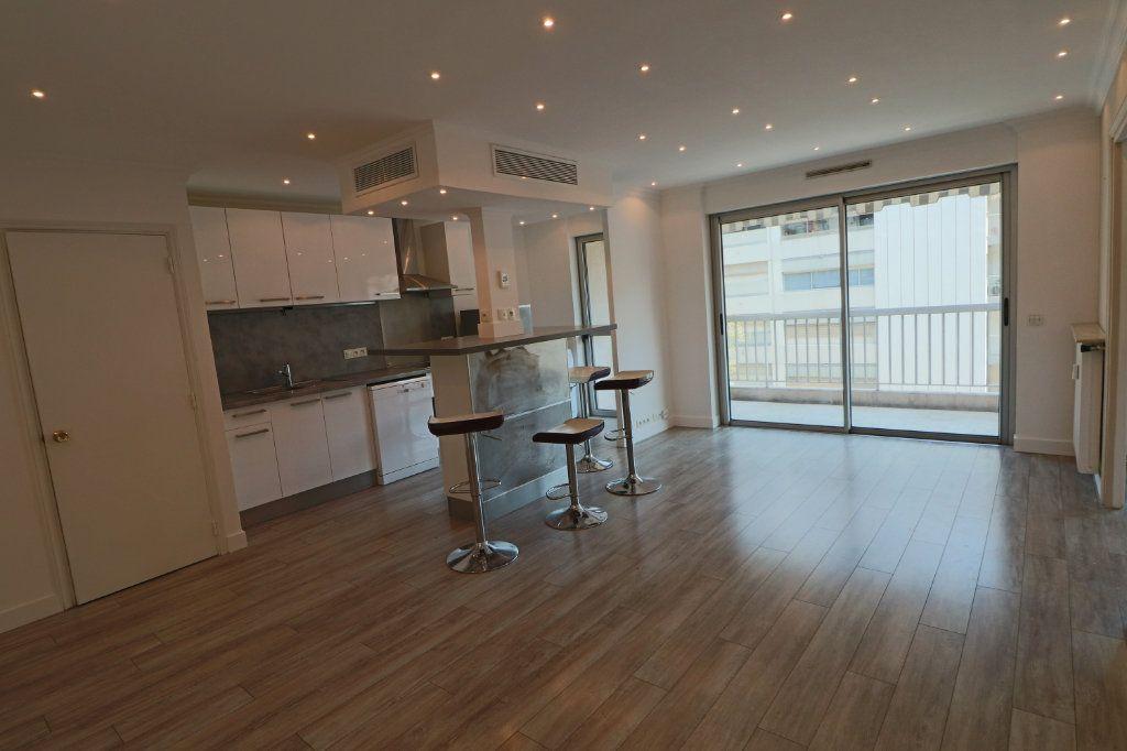 Appartement à louer 2 45.38m2 à Cannes vignette-2