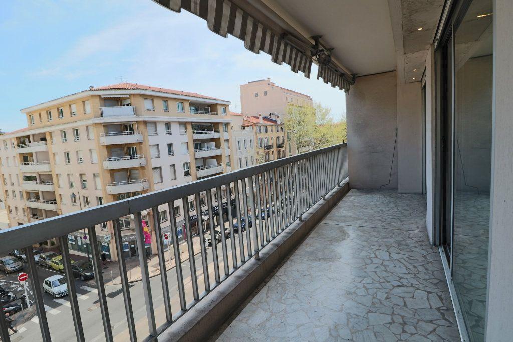 Appartement à louer 2 45.38m2 à Cannes vignette-5