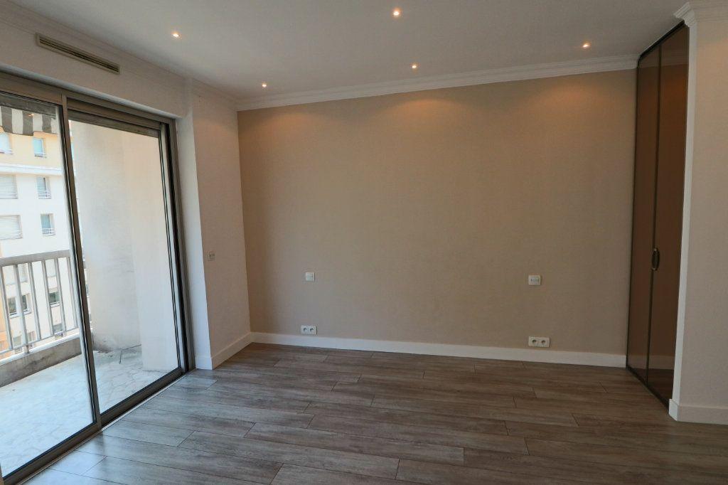 Appartement à louer 2 45.38m2 à Cannes vignette-7
