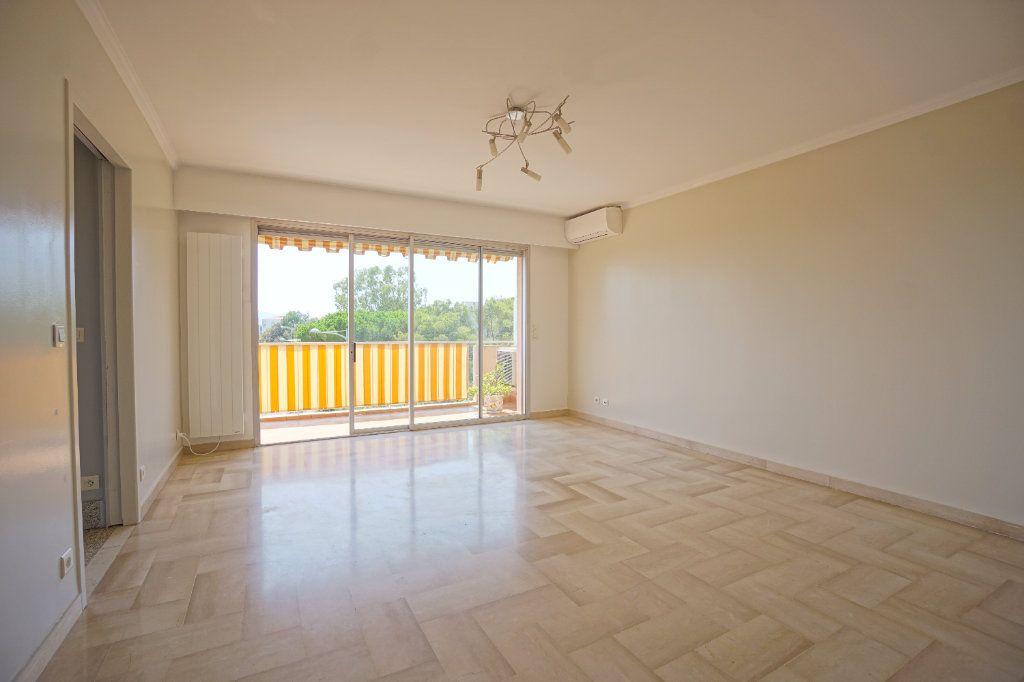 Appartement à louer 4 76.25m2 à Le Cannet vignette-1