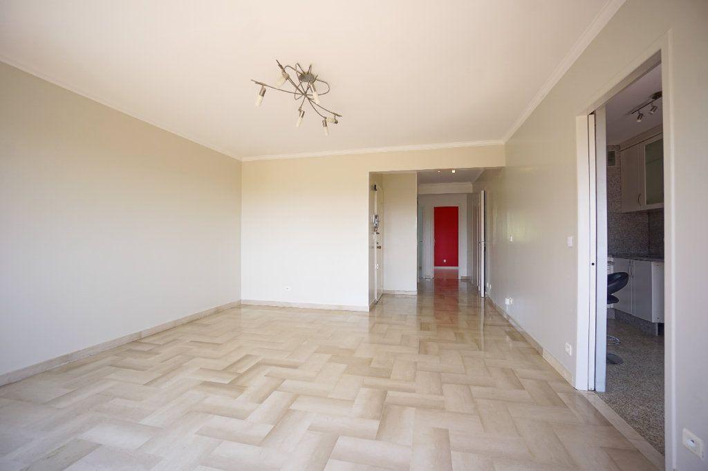 Appartement à louer 4 76.25m2 à Le Cannet vignette-3