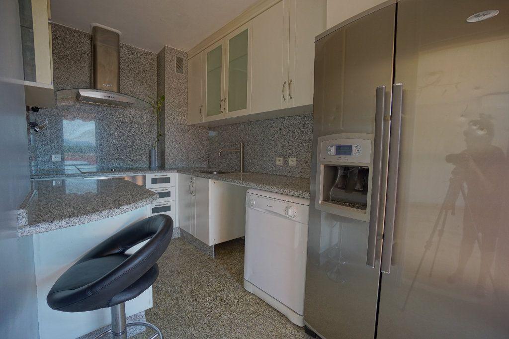 Appartement à louer 4 76.25m2 à Le Cannet vignette-6