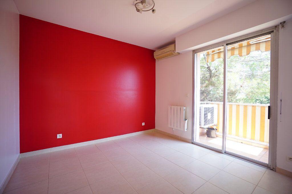 Appartement à louer 4 76.25m2 à Le Cannet vignette-8