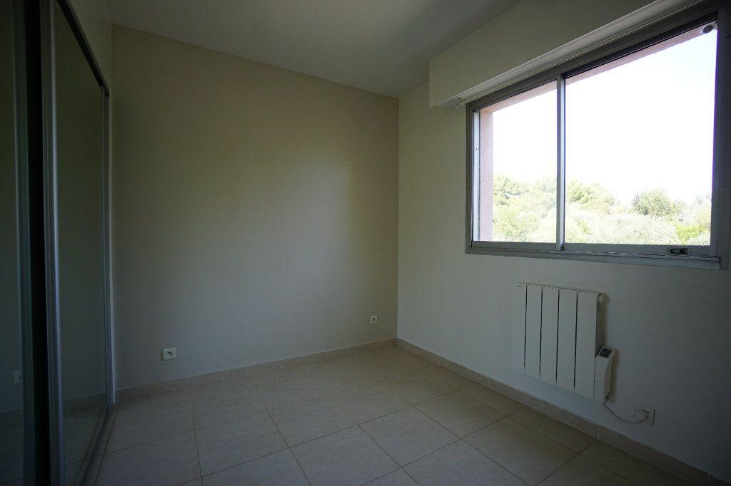 Appartement à louer 4 76.25m2 à Le Cannet vignette-9