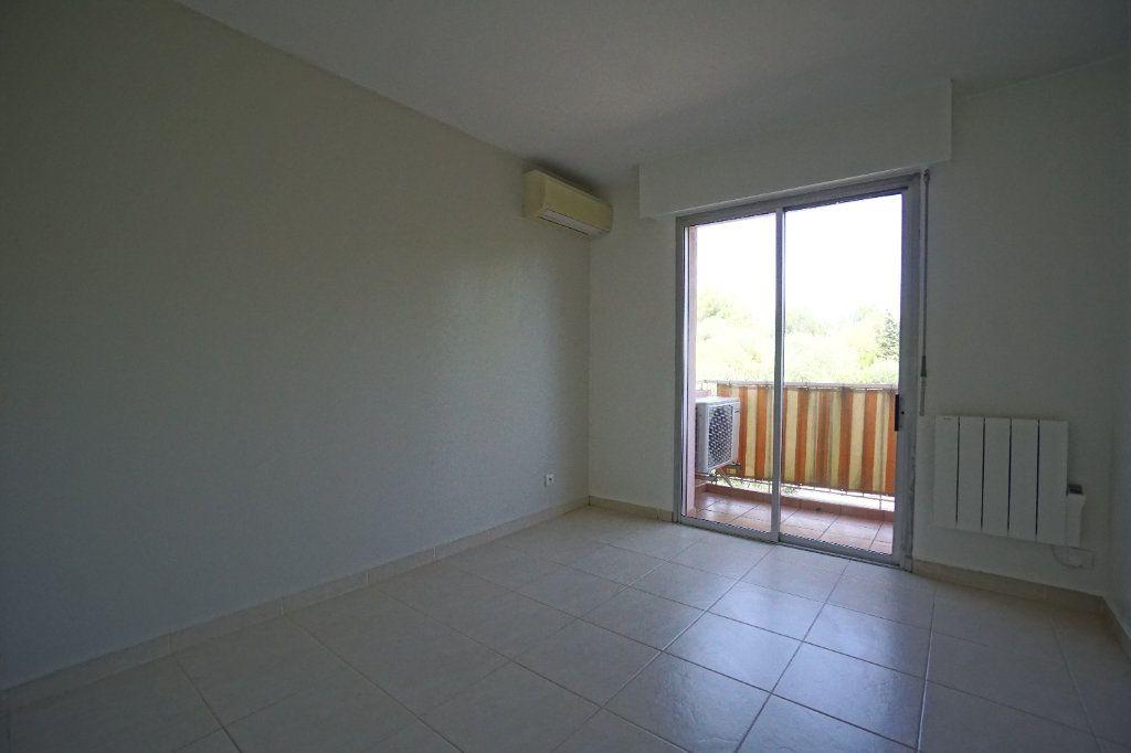 Appartement à louer 4 76.25m2 à Le Cannet vignette-10