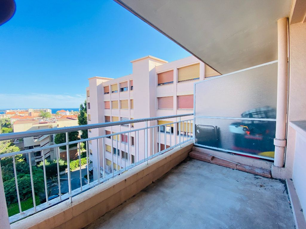 Appartement à louer 4 66.25m2 à Cannes vignette-1