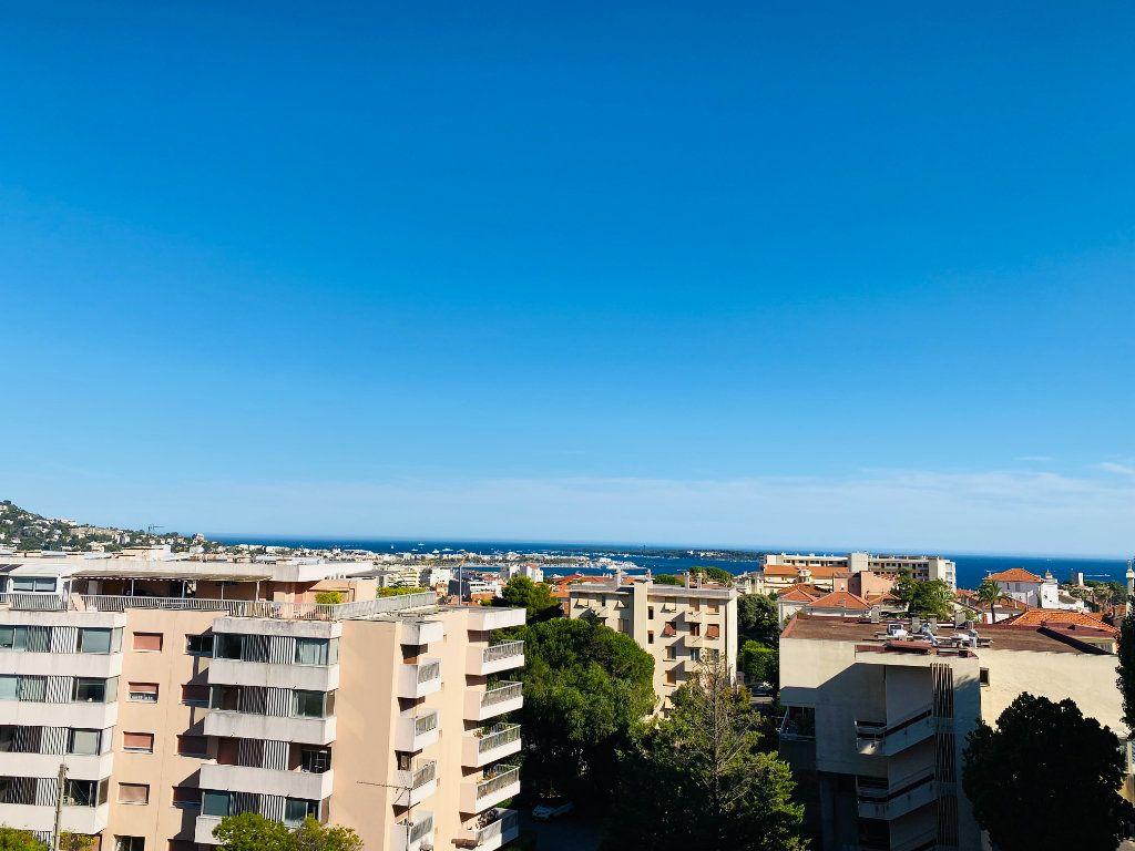 Appartement à louer 4 66.25m2 à Cannes vignette-2