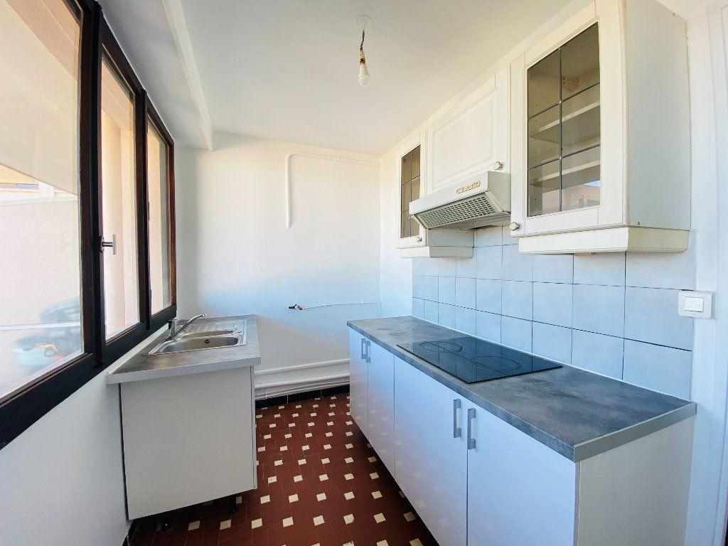Appartement à louer 4 66.25m2 à Cannes vignette-3