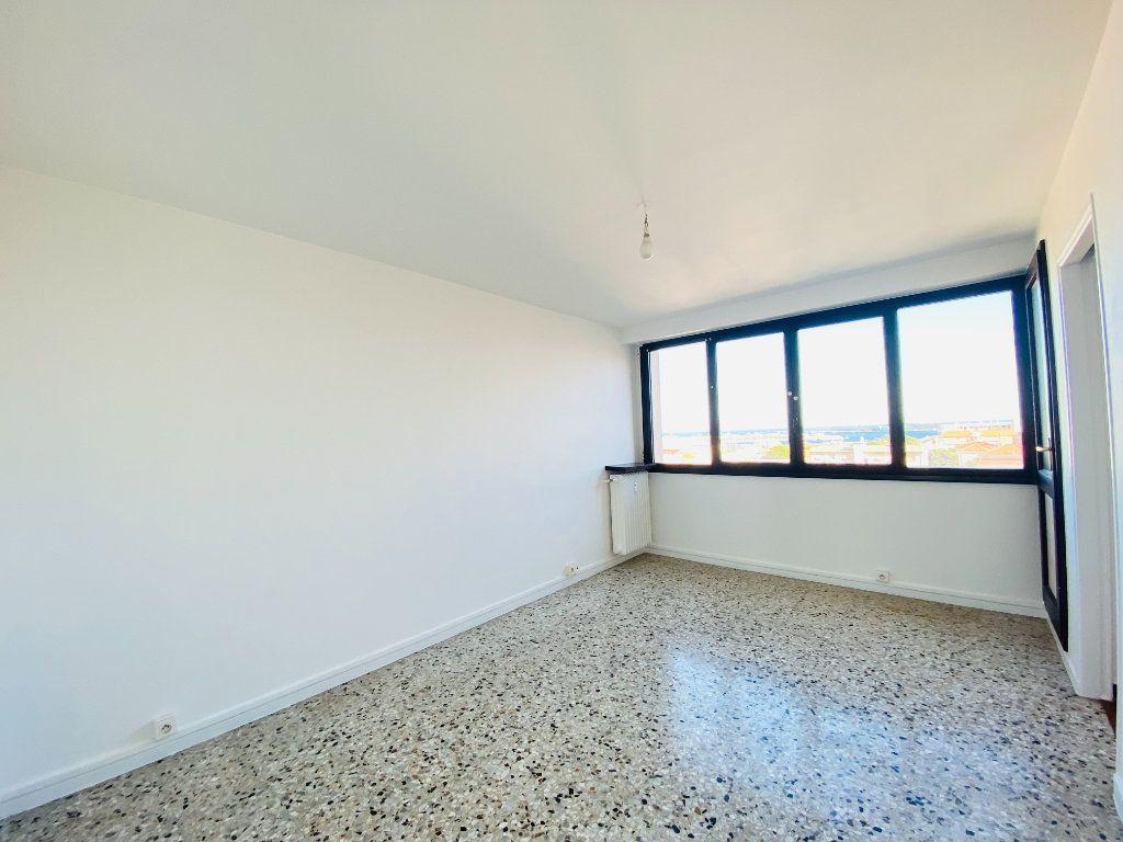 Appartement à louer 4 66.25m2 à Cannes vignette-6
