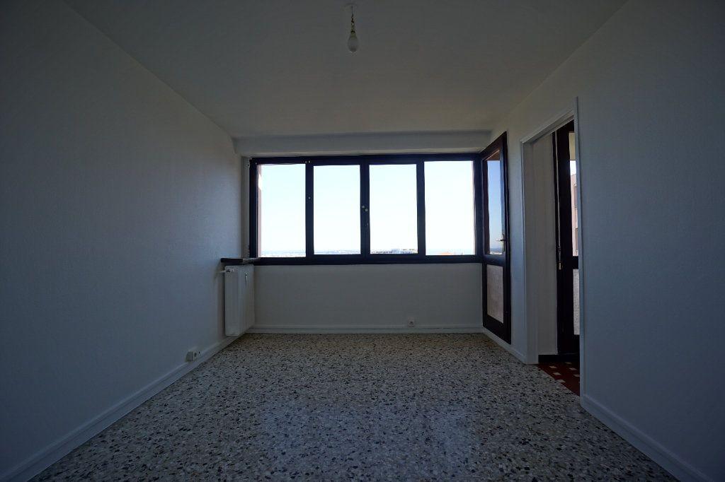 Appartement à louer 4 66.25m2 à Cannes vignette-7