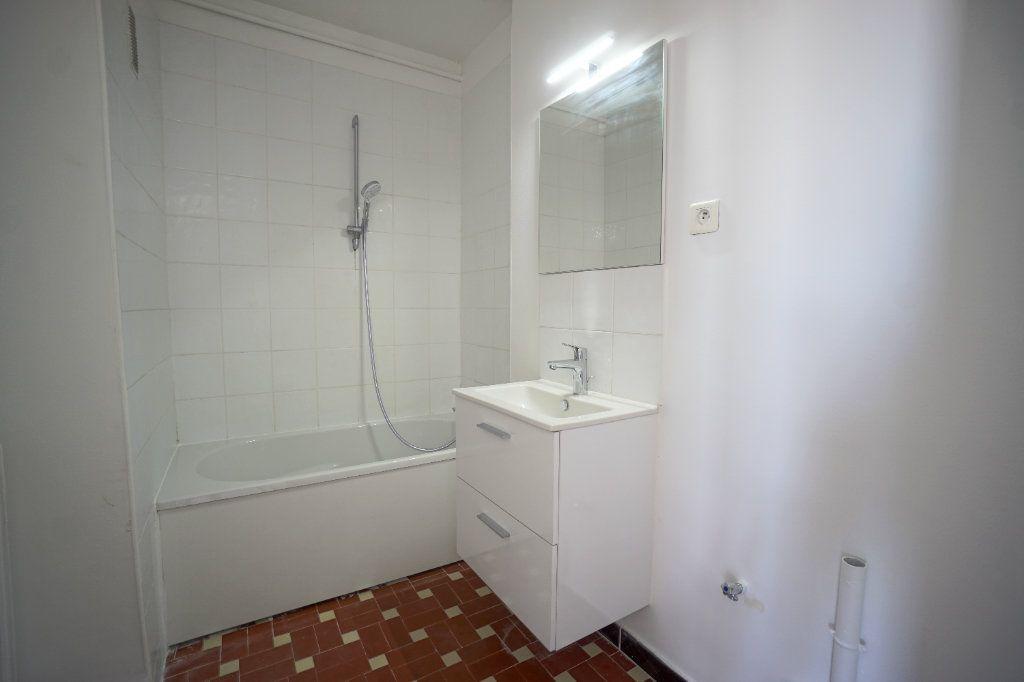 Appartement à louer 4 66.25m2 à Cannes vignette-8