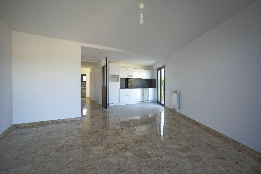 Appartement à louer 3 67.57m2 à Cannes vignette-2