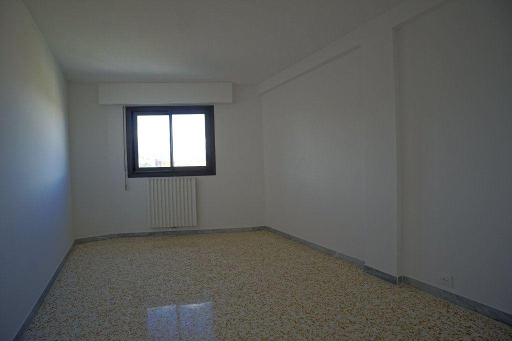 Appartement à louer 3 67.57m2 à Cannes vignette-5