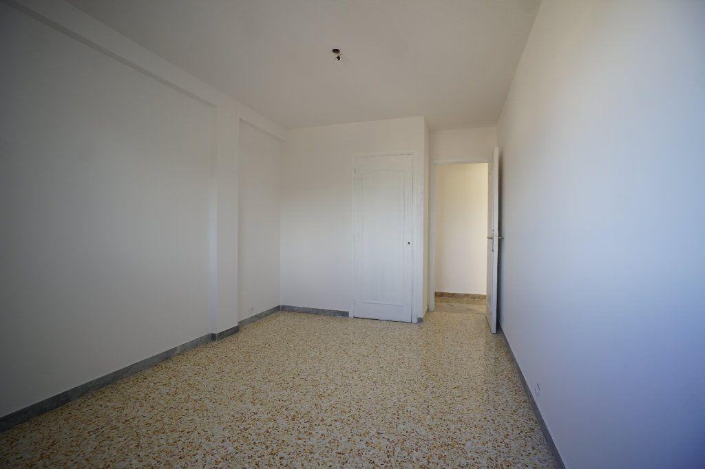 Appartement à louer 3 67.57m2 à Cannes vignette-6