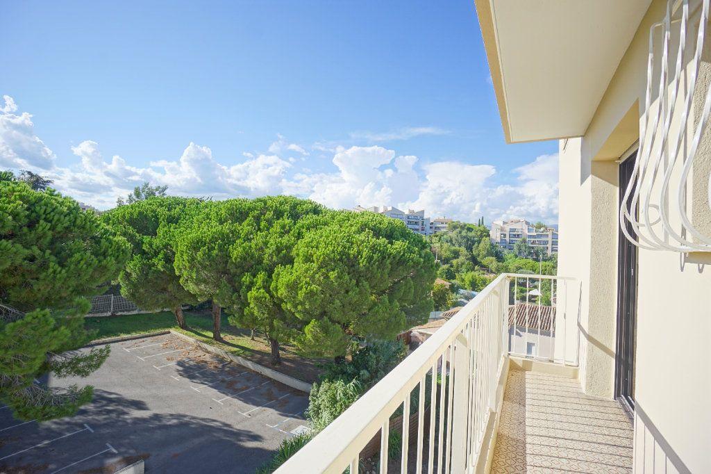 Appartement à louer 3 67.57m2 à Cannes vignette-9