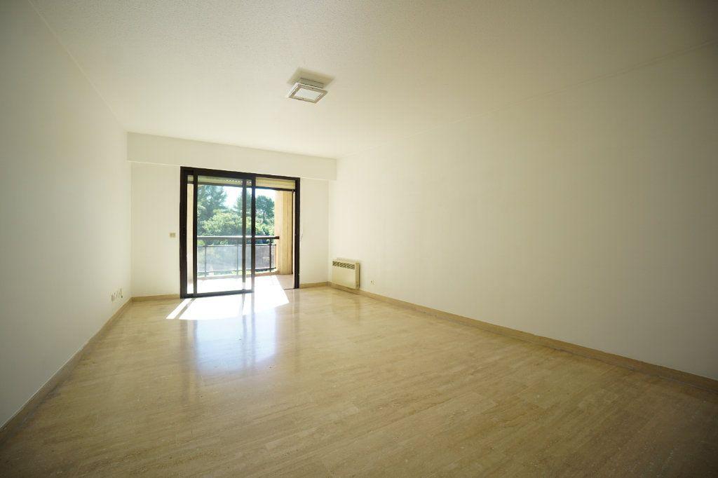 Appartement à louer 3 65.42m2 à Mougins vignette-1