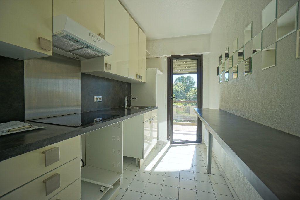 Appartement à louer 3 65.42m2 à Mougins vignette-3