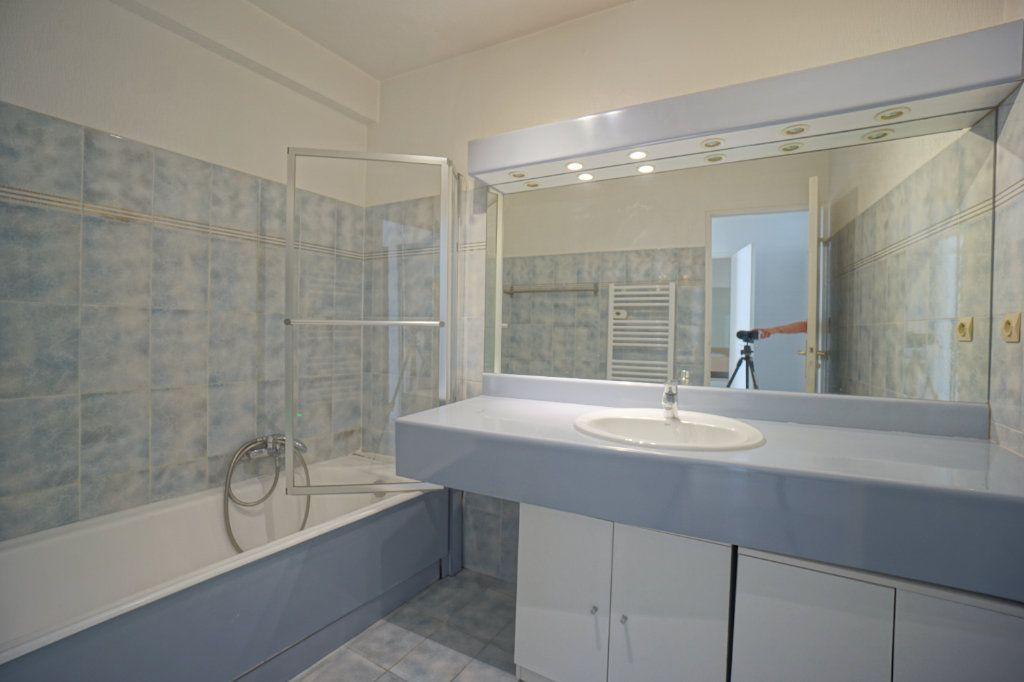 Appartement à louer 3 65.42m2 à Mougins vignette-4