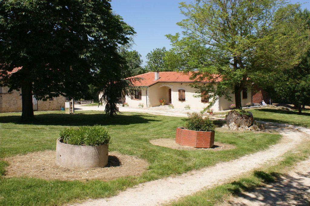 Maison à vendre 4 118.45m2 à Lectoure vignette-1