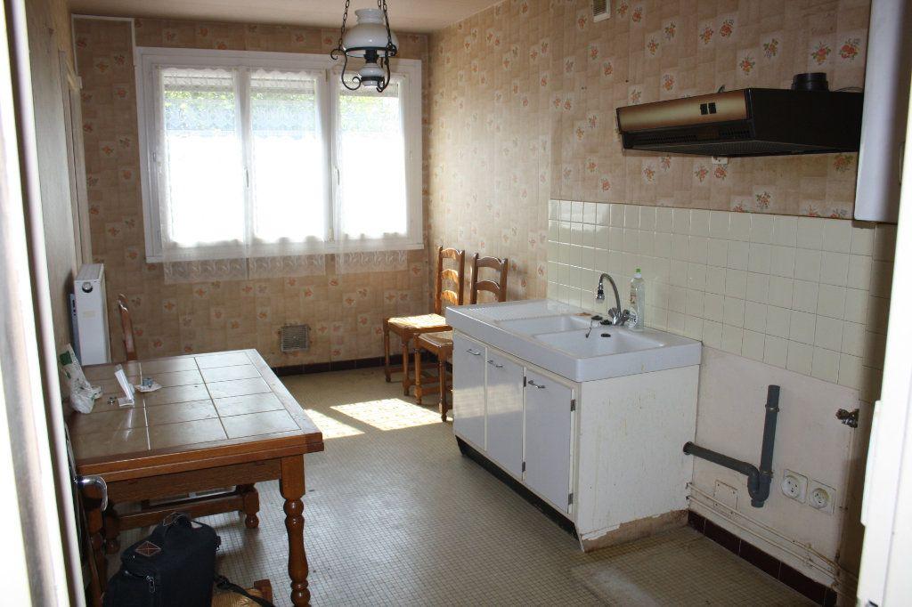Appartement à vendre 3 63.39m2 à Auxerre vignette-1