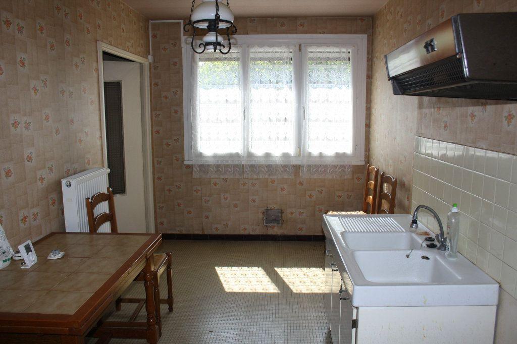 Appartement à vendre 3 63.39m2 à Auxerre vignette-2