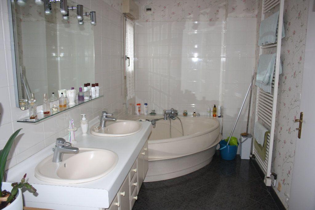 Appartement à vendre 5 133m2 à Auxerre vignette-3