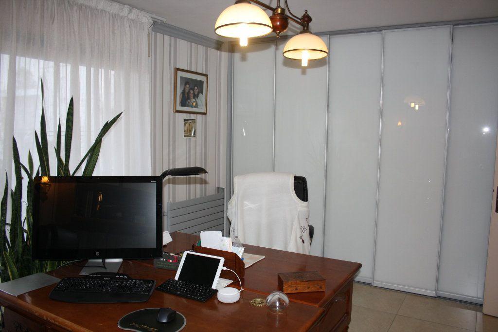 Appartement à vendre 5 133m2 à Auxerre vignette-6