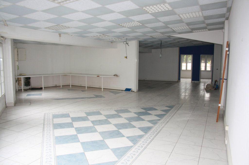 Appartement à vendre 4 200m2 à Auxerre vignette-1
