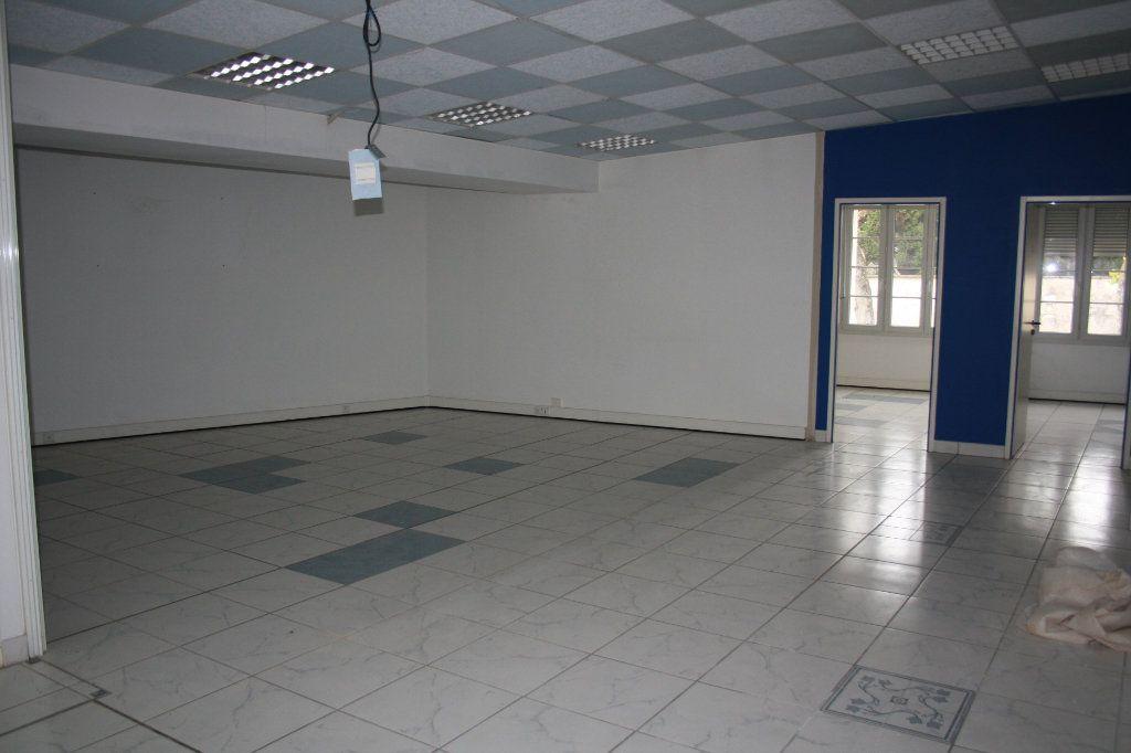 Appartement à vendre 4 200m2 à Auxerre vignette-2