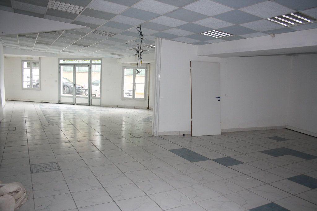 Appartement à vendre 4 200m2 à Auxerre vignette-3
