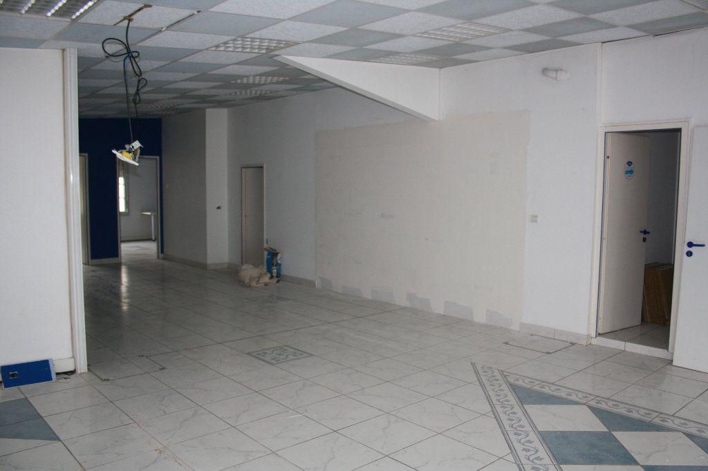 Appartement à vendre 4 200m2 à Auxerre vignette-4