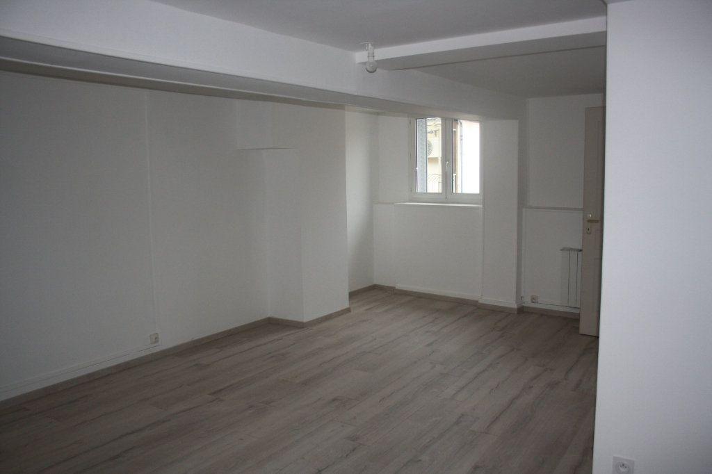 Appartement à louer 1 31.8m2 à Auxerre vignette-1