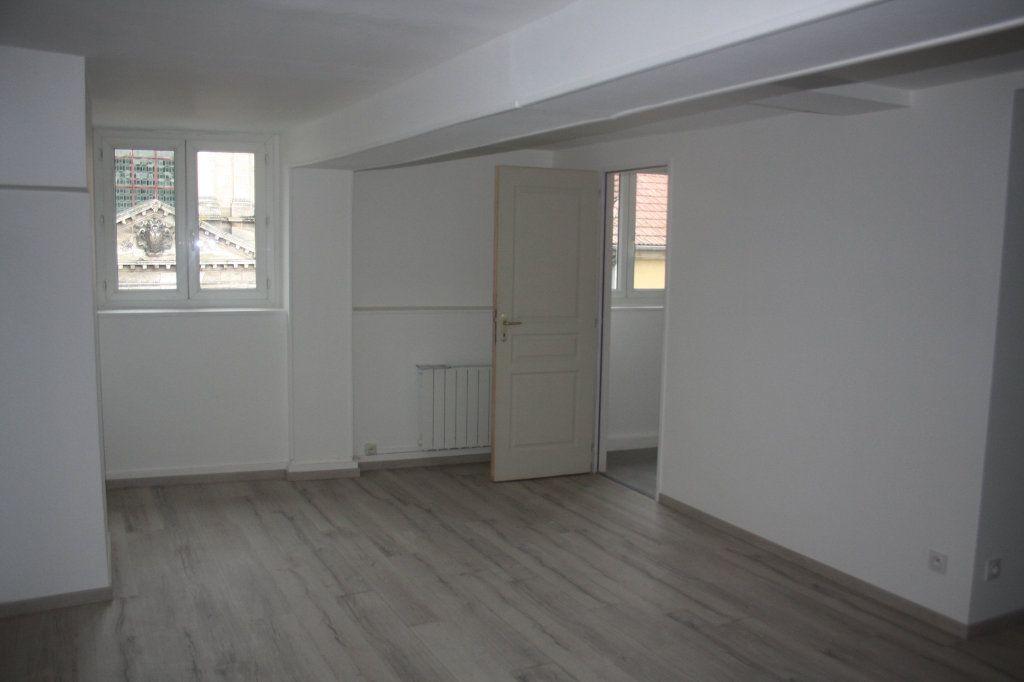 Appartement à louer 1 31.8m2 à Auxerre vignette-2